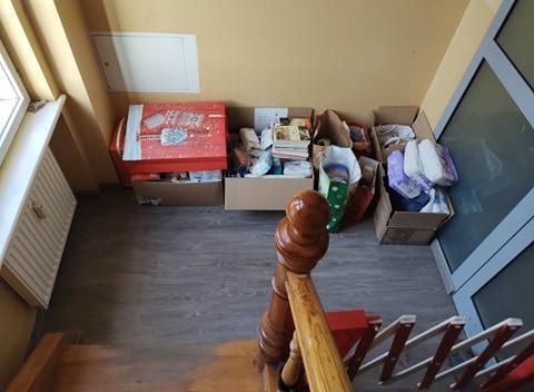 Zdjęcie przedstawia zebrane przedmioty dla Hospicjum Domowego